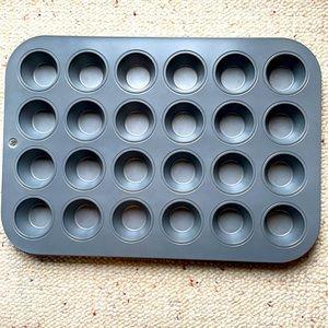 $5 in bundle mini muffin tin